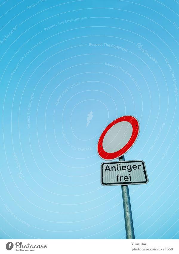 Durchfahrt verboten Anlieger frei Schilder & Markierungen Himmel Straße Verkehrszeichen Symbole & Metaphern fahren rot textfreiraum menschenleer licht dämmerung