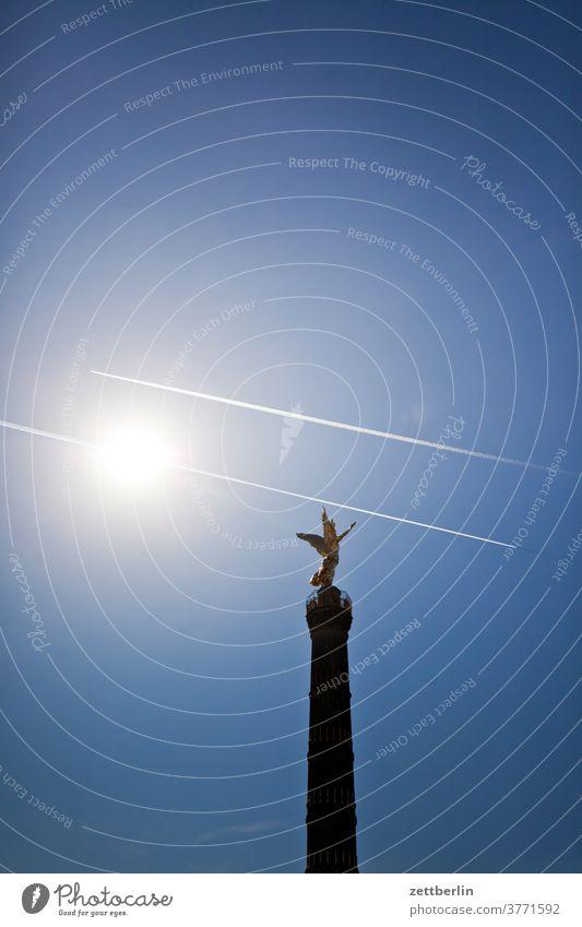 Siegessäule mit Sonne und Kondesstreifen abend berlin blattgold denkmal deutschland dämmerung else feierabend figur goldelse großer stern hauptstadt himmel