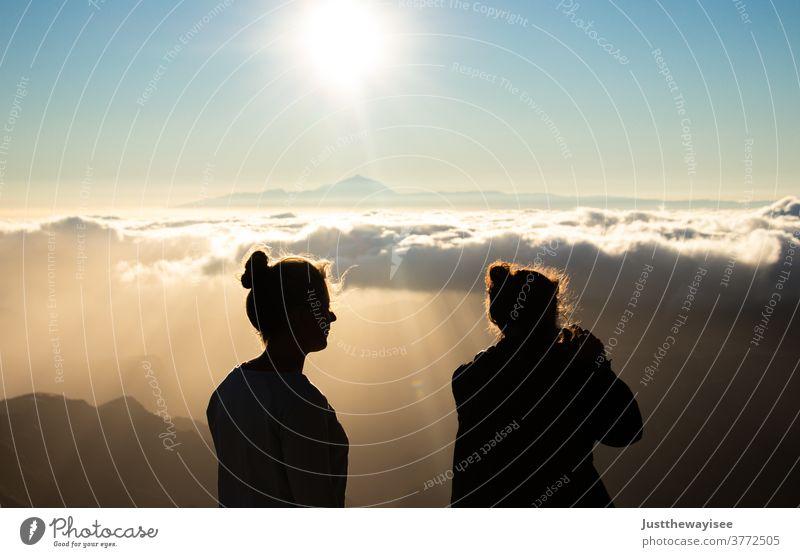 Silhoutte mit wunderschönem Sonnenuntergang am Teide Himmel Gran Canaria Menschen Person Landschaft Sommer españa Kanaren Spanien Cloud Berge u. Gebirge Baum