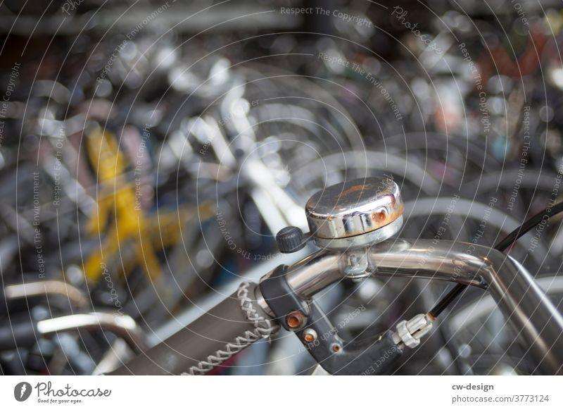 Detail eines alten Fahrradlenkers silber Außenaufnahme Farbfoto Verkehr retro Verkehrsmittel altehrwürdig Nostalgie Tourismus Stil Gedeckte Farben Lack Design