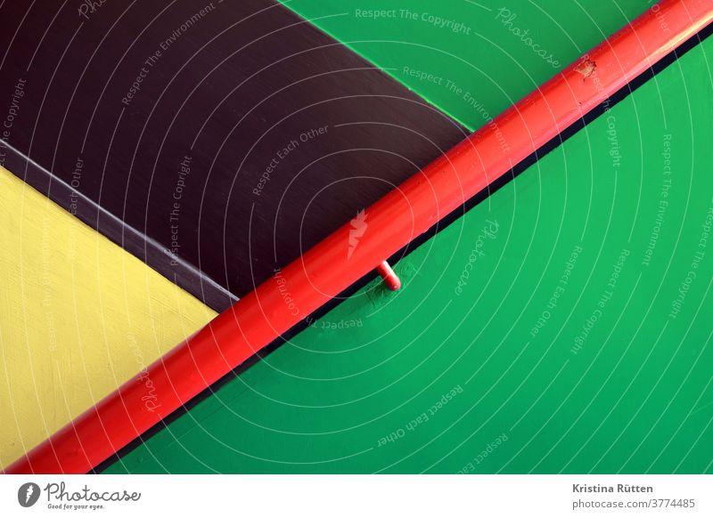 treppenhaus detail, bunt farbe farben muster abstrakt linie linien fläche flächen schräg minimal mimimalistisch anstrich farbig handlauf treppengeländer