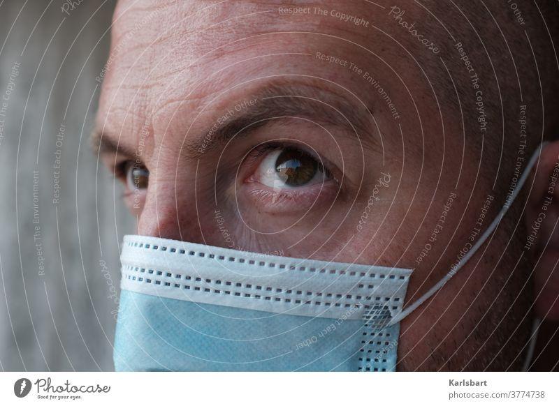 Mann mit Maske Corona-Virus Coronavirus COVID Pandemie Mundschutz Infektionsgefahr Gesundheit Prävention Ansteckend COVID-19 Quarantäne Gesundheitswesen