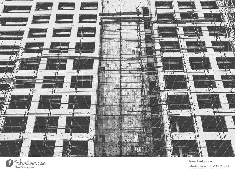Rahmenwerk auf einem Gebäude mit Einschusslöchern in Beirut, Libanon Gestell arabisch flach gebrochen Libanese Haus Verlassen Ruinen Kultur Osten historisch