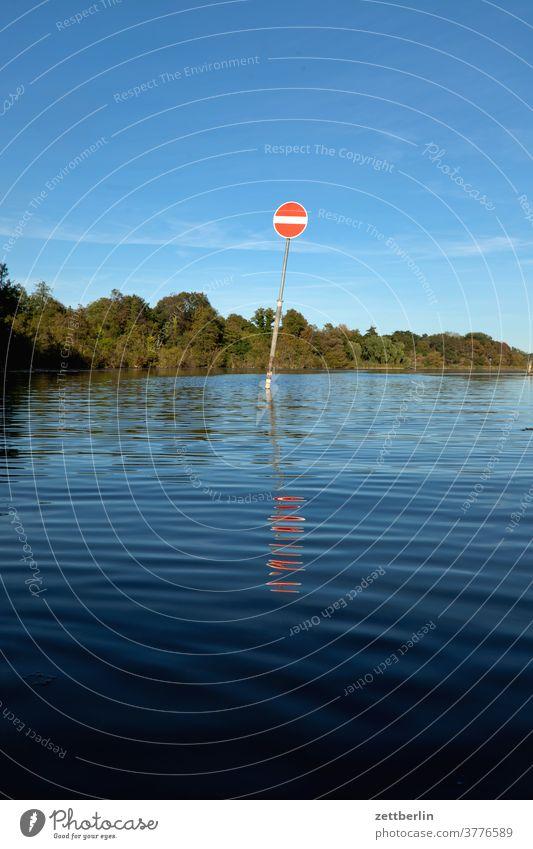 Tegeler See mit Durchgangsverbot ausflug boot erholung ferien fluß kanal landschaft natur paddel paddelboot ruderboot schiff schifffahrt see sommer sport teich