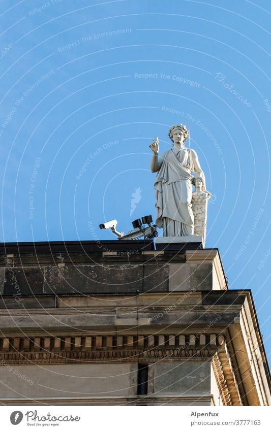 Mehraugen-Prinzip Überwachung Überwachungsstaat Überwachungskamera Sicherheit beobachten Farbfoto Videokamera Statue überwachen Kontrolle Wachsamkeit