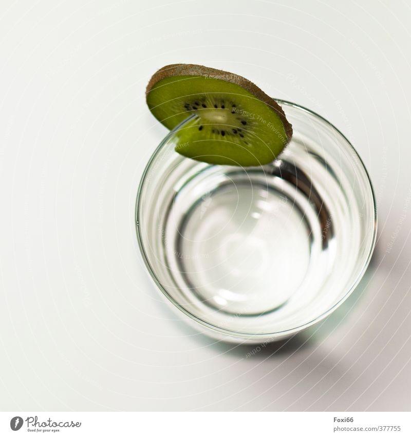 Fruchtwasser Kiwi Getränk trinken Wasser Glas Gesundheit Gesunde Ernährung Wellness Leben Flüssigkeit frisch kalt natürlich Sauberkeit braun grün weiß Natur