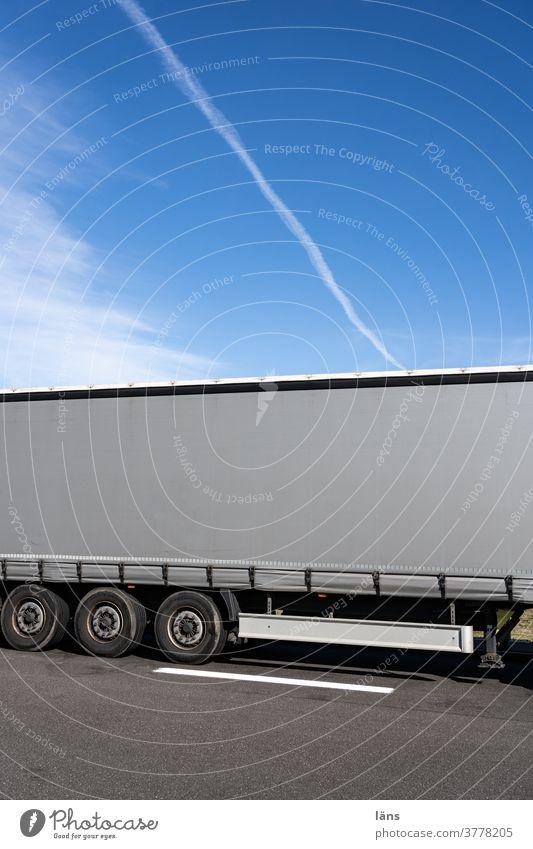 Systemrelevant l Logistik l lebensnotwendig Lkw Güterverkehr & Logistik Transport Verkehr Lastwagen Straße Straßenverkehr Farbfoto Fahrzeug Autobahn