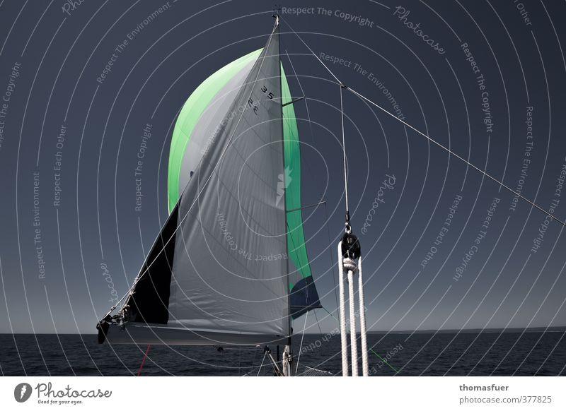 Weiter, immer weiter. Abenteuer Ferne Freiheit Kreuzfahrt Sommerurlaub Sonne Meer Wassersport Segeln Horizont Schönes Wetter Wind Bootsfahrt Sportboot Jacht