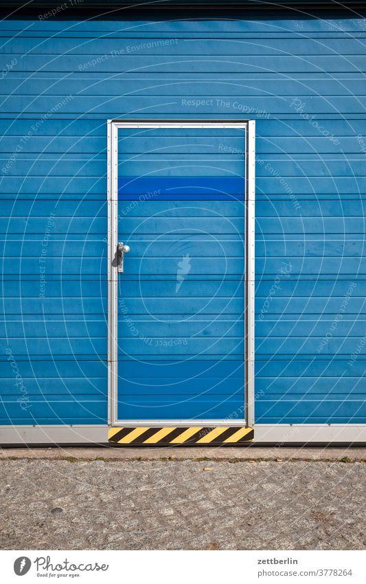 Tür im Tor architektur berlin büro city deutschland hafen haus himmel innenstadt mitte modern neubau urban verwaltung tür tor rolltor garage eingang zugang