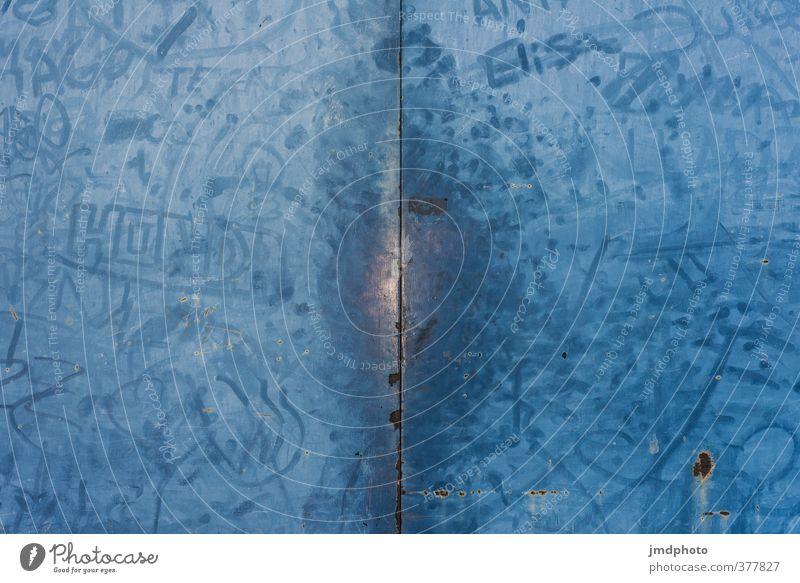 Blaue Türe blau Stadt Farbe Graffiti Wand Senior Mauer Architektur Stil Kunst dreckig Perspektive Metallwaren Grafik u. Illustration malen