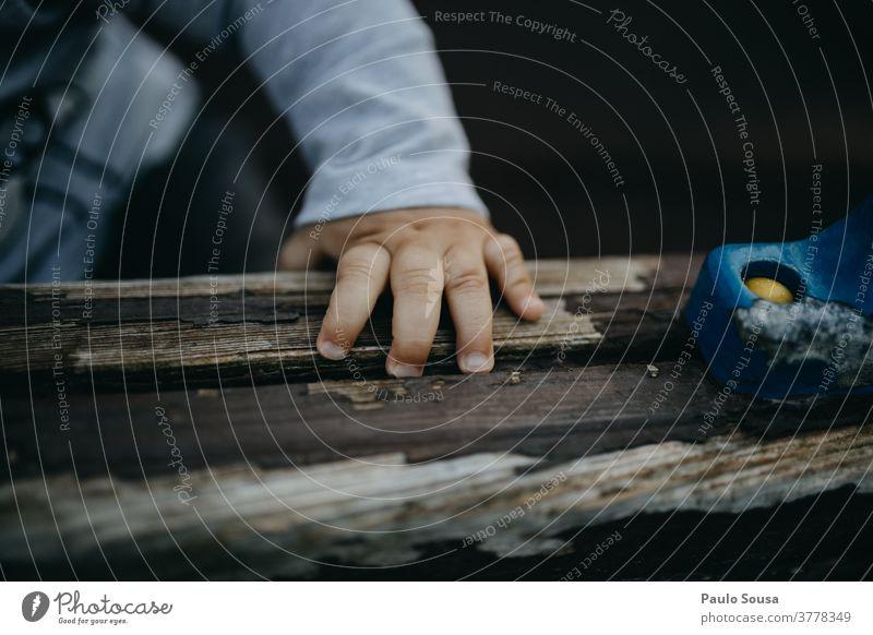 Nahaufnahme Kinderhand Kleinkind Hand Finger Schwache Tiefenschärfe Spielen Tag Textfreiraum unten Farbfoto Kindheit 1-3 Jahre Mensch Detailaufnahme