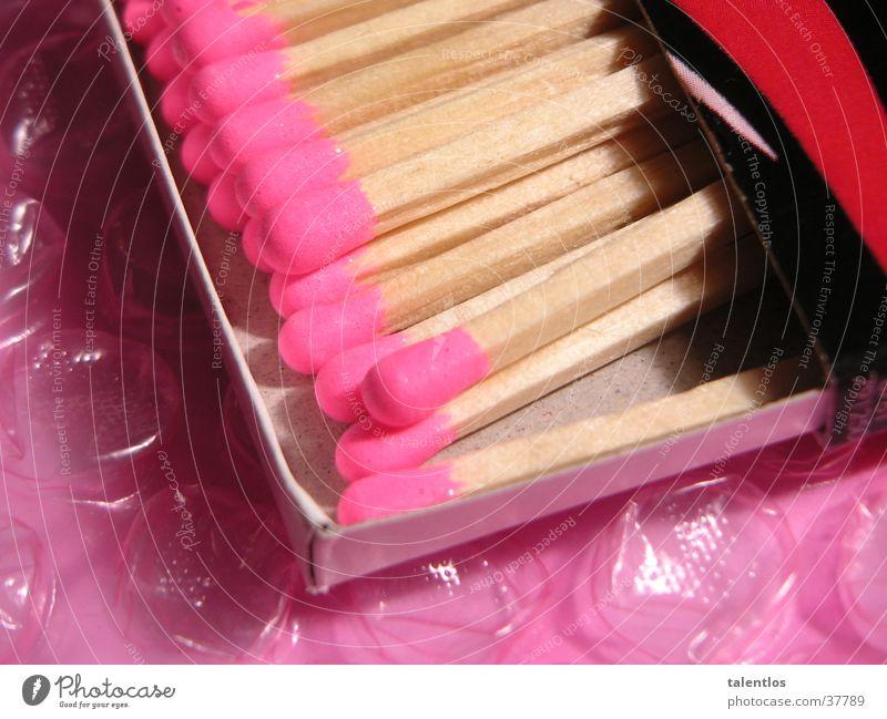 pretty good matches Streichholz rosa Feuerzeug Dinge Makroaufnahme Brand