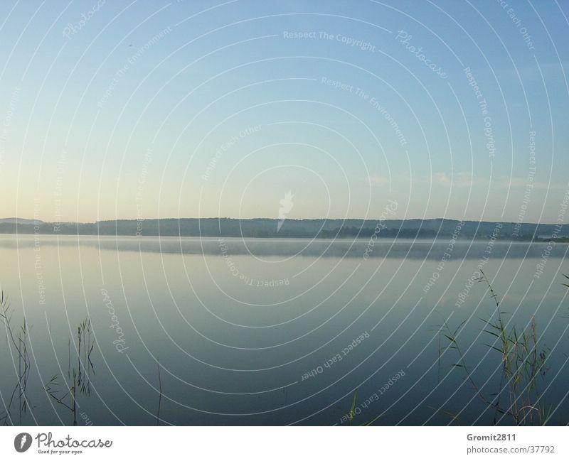 Morgengrauen Wasser See Nebel Schweden
