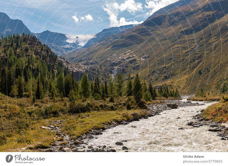 Blick auf den Weißseeferner Gletscher im Kaunertal in Tirol / Österreich Reisen Urlaub Berge Alpen Bach Bäume Berge u. Gebirge Ferien & Urlaub & Reisen