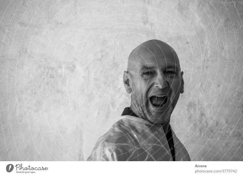 Schreitherapie schreien laut Mann männlich Erwachsener Wut brüllen Aggression aggressiv erschrecken Terror Krach Ärger Verzweiflung Mund Porträt Grimasse