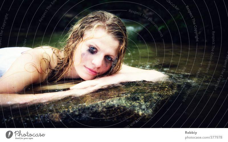 Wassernymphe Mensch Kind Natur Jugendliche ruhig Junge Frau feminin Stein See Kopf natürlich Felsen träumen liegen blond