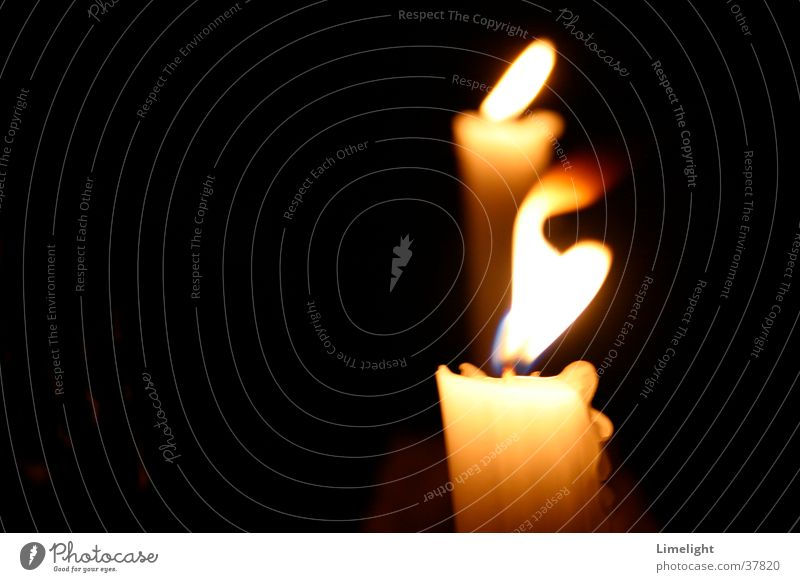 Kerzenflamme weiß dunkel Stimmung Kerze Romantik Häusliches Leben Flamme