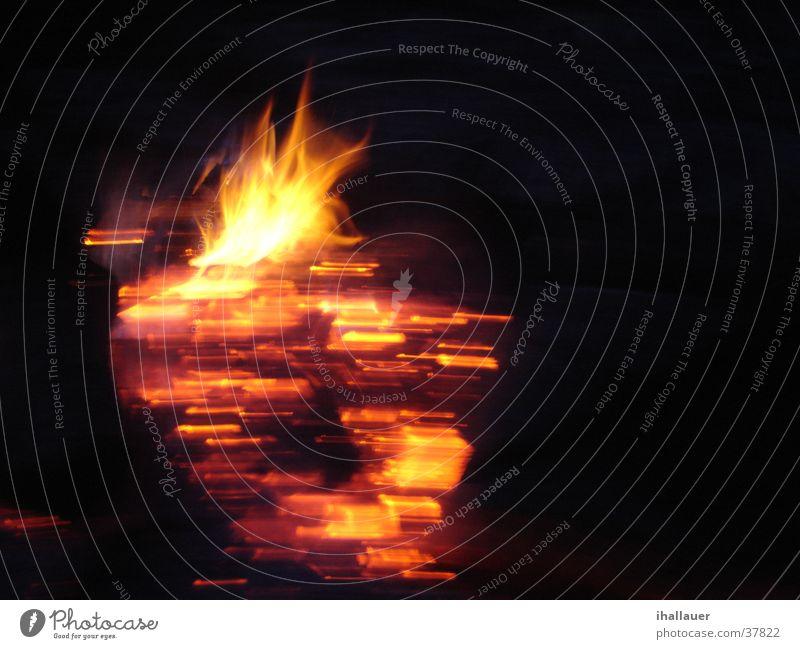 Feuer brennen Licht Nacht heiß Holz Brand Funken Wärme Flamme