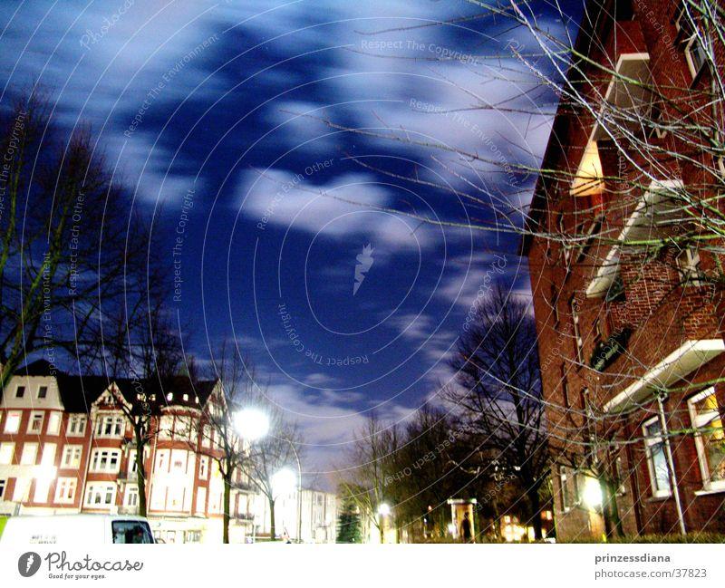 Bewegungslos Wolken Haus alternativ Morgen Dinge Straße Himmel