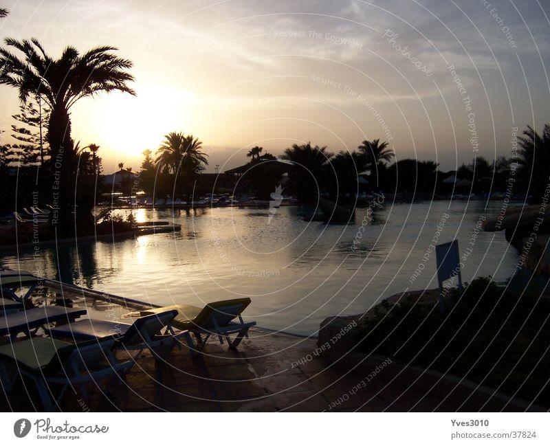 Sonnenuntergang Tunesien Zufriedenheit Poollandschaft in der Abenddämmerung