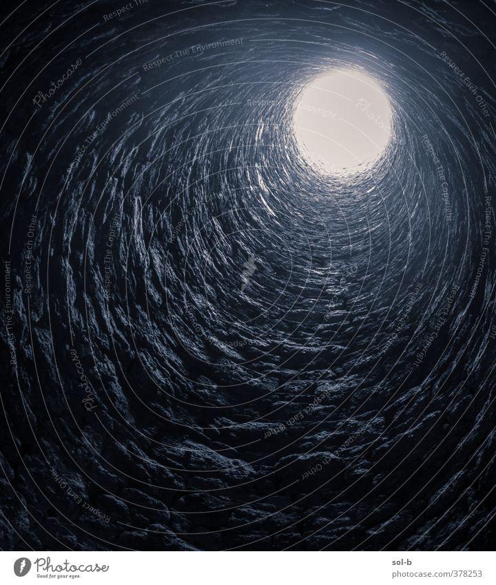 alt schwarz dunkel Wand Architektur Mauer hell hoch ästhetisch Turm Hoffnung rund Neugier Bauwerk Sehnsucht Höhenangst