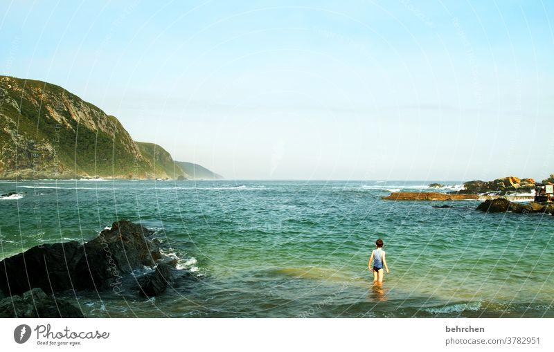 fernweh Ruhe stille Kindheit Wellen Sohn Ferne Abenteuer Ausflug Tourismus Ferien & Urlaub & Reisen Freiheit Junge Natur Landschaft Küste Strand Felsen Meer