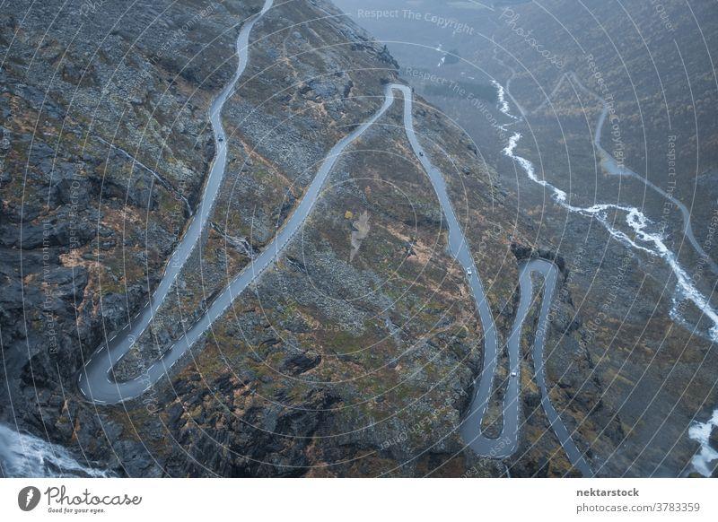 Norwegische Gebirgsstraßen-Trollstigen aus der Höhe Straße Berge u. Gebirge Pass Norwegen Fluss die Trolle passieren gebirgig Route Serpentine Gelände Norden