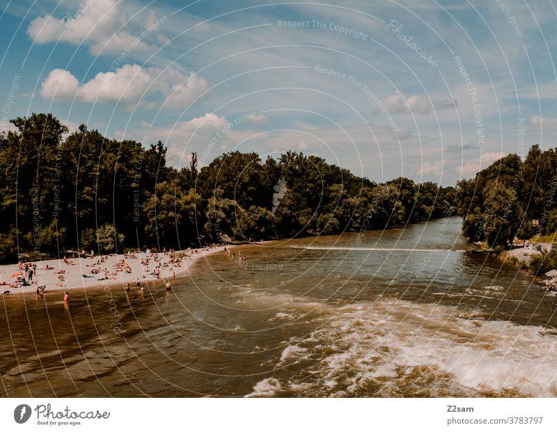 Isar / München münchen isar wasser fluß baden mensche stadtleben urban sommer sonne urlaub reisen erholung sonnen Bayern Natur Wasser Gischt Stromschnellen
