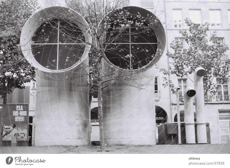 Duett Paris Centre Pompidou Lüftung Klimaanlage Baum Architektur Stadt architecture duet aeration air conditioning ventilatory tree Schwarzweißfoto