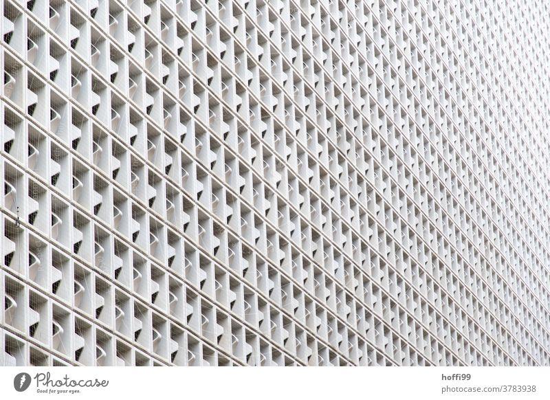 monotone Aussenfassade Fassade grau Tristesse kahl Jalousie Rollladen Gebäude Strukturen & Formen einfach hässlich Architektur Linie Straßenbeleuchtung