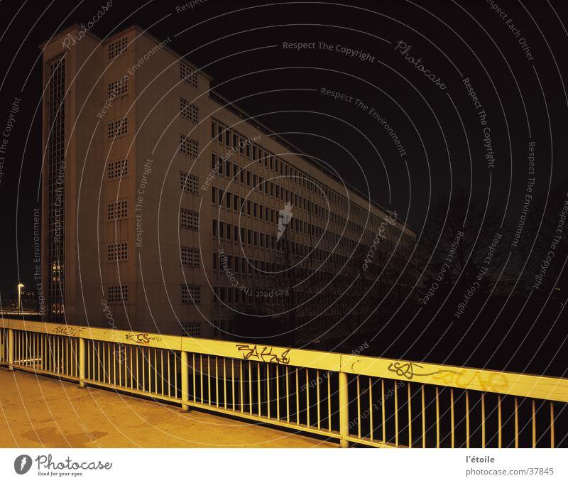 pingusson Nachtaufnahme Langzeitbelichtung Architektur Georges-Henri Pingusson Französische Botschaft Saarbrücken Le Corbusier Schüler
