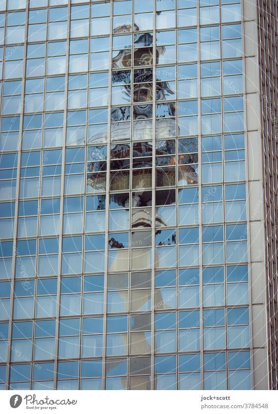 Fernsehturm gespiegelt in einer Glasfassade Reflexion & Spiegelung Wahrzeichen Silhouette Berliner Fernsehturm eckig Strukturen & Formen Sehenswürdigkeit