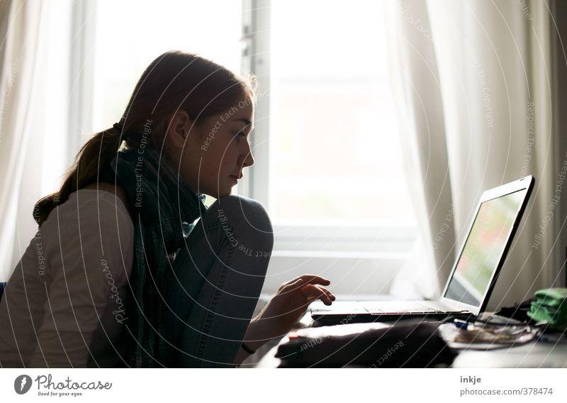 Die Sonne scheint. Macht ja nichts.... Lifestyle Stil Freizeit & Hobby Computerspiel Häusliches Leben Wohnung Schreibtisch Raum Büro Bildung Schule lernen