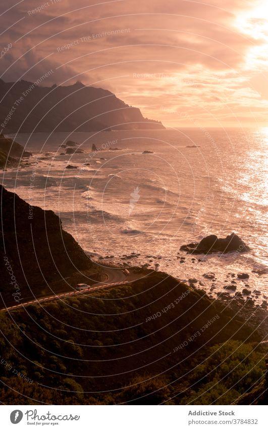 Erstaunliche Kulisse des Meeres am Abend Meereslandschaft Sonnenuntergang MEER orange pulsierend Landschaft Felsen Berge u. Gebirge Ufer Himmel erstaunlich