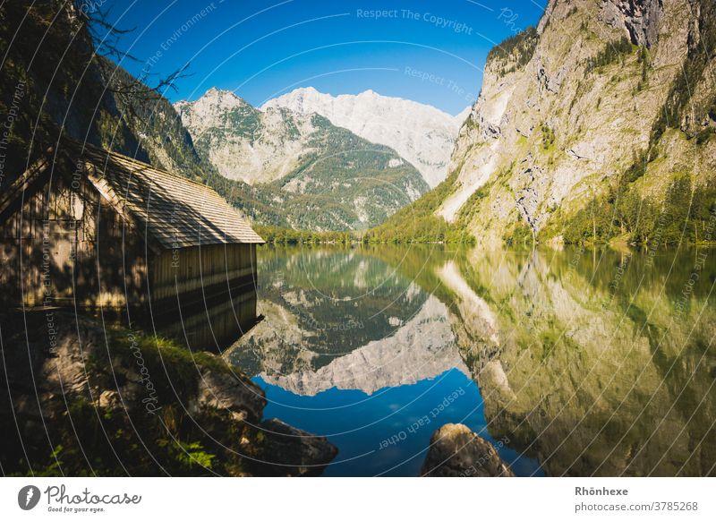 Wunderschöne Spielgelungen der Berge im Obersee am Königssee See Wasser Natur Landschaft Menschenleer Umwelt Berge u. Gebirge Farbfoto Außenaufnahme