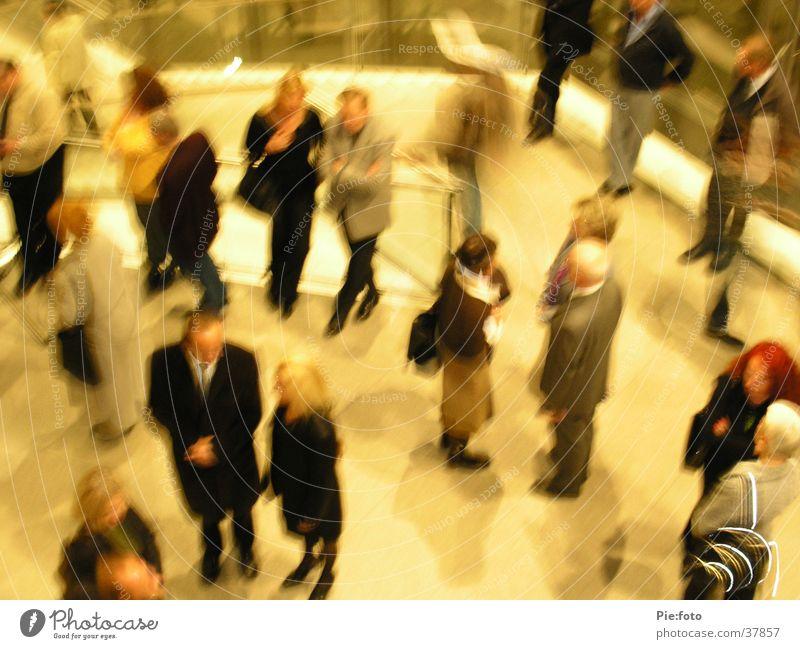 man trifft sich Mensch Versammlung Bewegung warten mehrere Sitzung Foyer