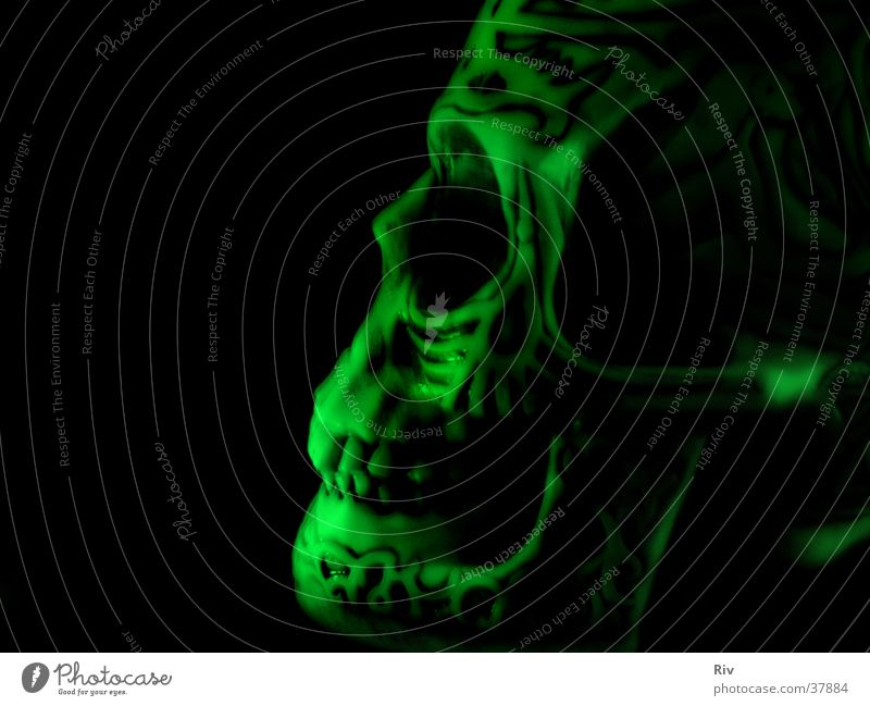 svart i sinnet grün schwarz Tod dunkel grau Angst gruselig obskur böse Geister u. Gespenster unheimlich Hölle Teufel Skelett Monster Mord