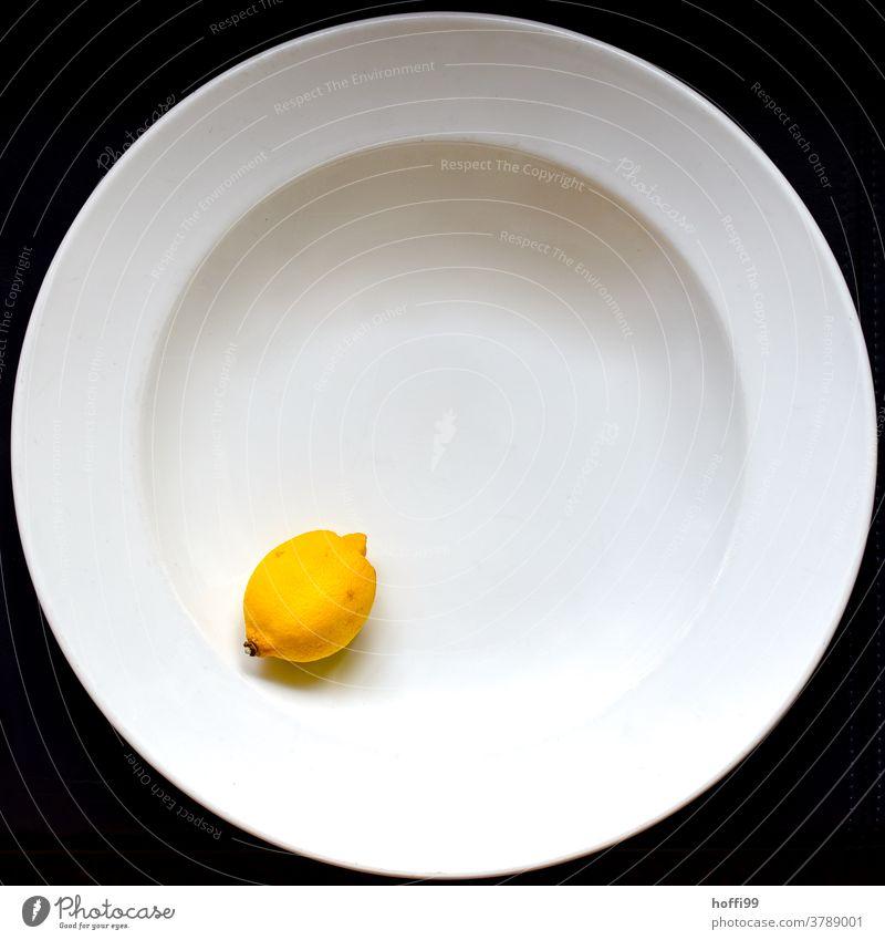 Teller mit Zitrone Stillleben minimalistisch Frucht Gesunde Ernährung Lebensmittel süß lecker Gesundheit Bioprodukte frisch Foodfotografie Essen