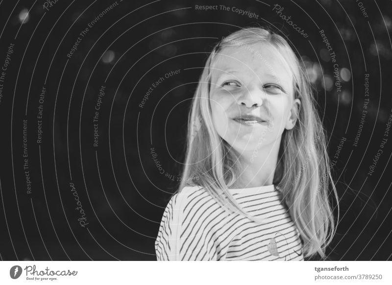 Glückliches Kind Mädchen Porträt süß Außenaufnahme Kindheit Freude Gesicht schön natürlich unschuldig Leben Lebensfreude Optimismus Lächeln Mensch lachen