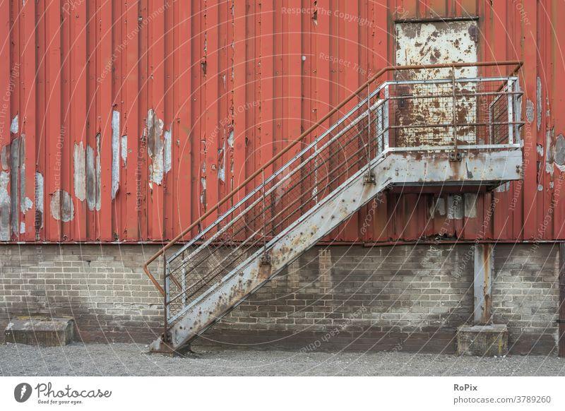 Rostige Treppe an einer alten Industriehalle. Zeche Kokerei Industrieanlage Architektur Bergbau Technik Infrastruktur Stadt Ofen Ruhrgebiet urban Kohle Bergwerk