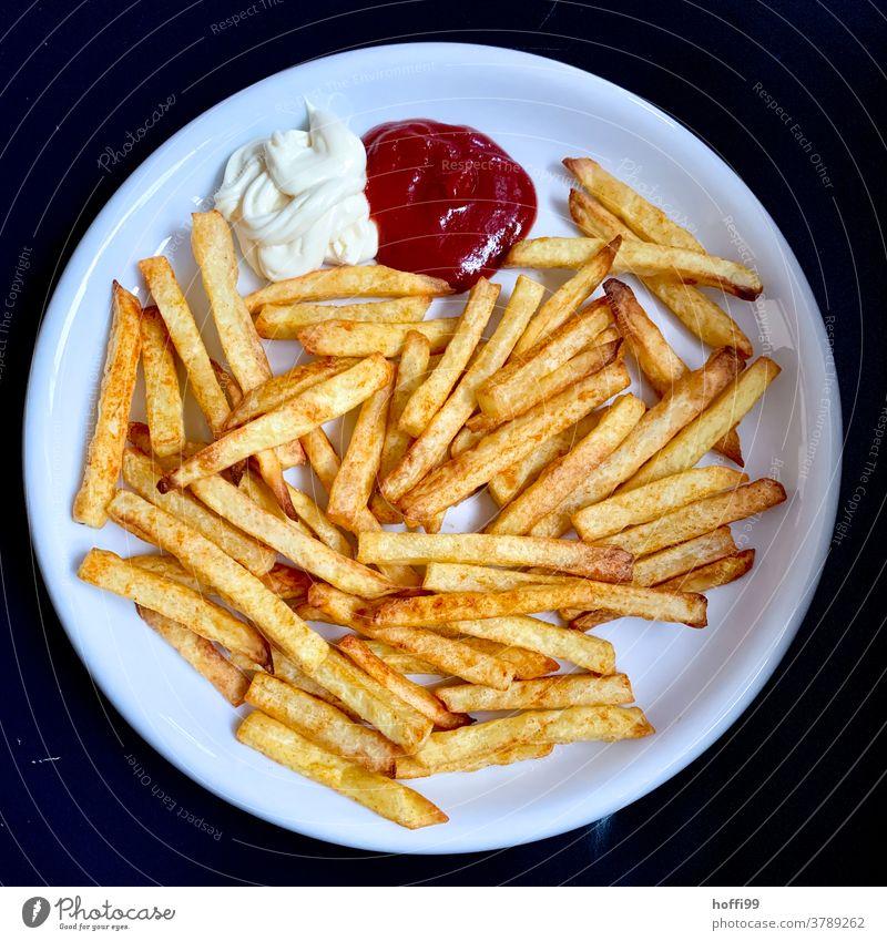 Pommes Mayo Ketchup Pommes frites Mayonnaise Fastfood lecker ungesund Teller Imbiss Fingerfood Essen Kartoffeln Kartoffelgerichte