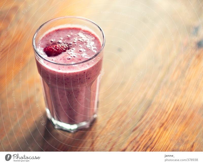 Erdbeershake Lebensmittel Frucht Getränk Glas Innenarchitektur Möbel Tisch frisch Gesundheit lecker natürlich braun rosa Erdbeeren Shake Milchshake Farbfoto