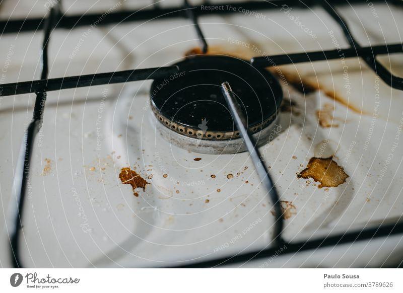 Schmutziger Ofen Herd & Backofen Sauberkeit dreckig Gasherd Essen zubereiten Wärme Küche heiß Topf Farbfoto Reinlichkeit Reinigen schmutziger Hintergrund Metall