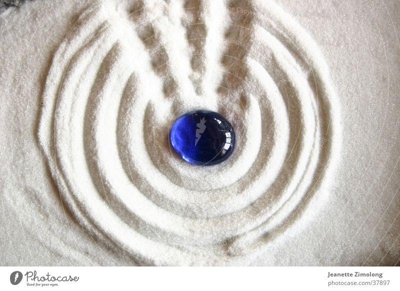 Zengarten weiß Makroaufnahme Nahaufnahme Sand Stein blau Strukturen & Formen