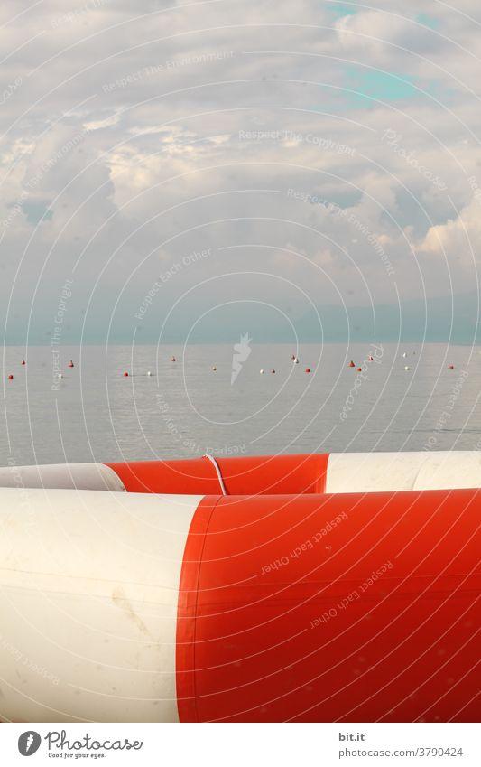 gefangen in Plastik l viel Luft Schwimmring Rettung retten Rettungsring Rettungsgeräte ertrinken See Seeufer Seeküste Seenot Notfall Sicherheit Wasser