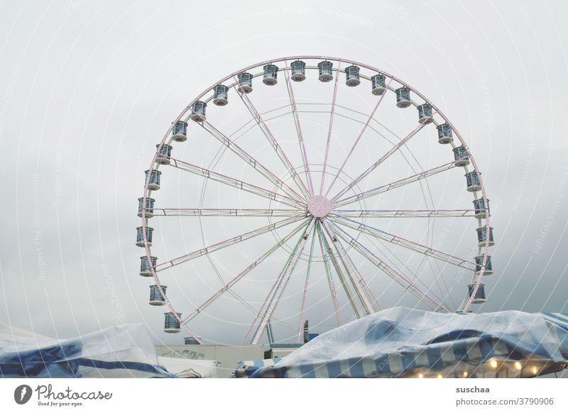 riesenrad Riesenrad Jahrmarkt Markt Schausteller Fahrgeschäfte Freizeit & Hobby Schwindelgefühl Himmel drehen Oktoberfest Vergnügungspark rund Kabine Drehung