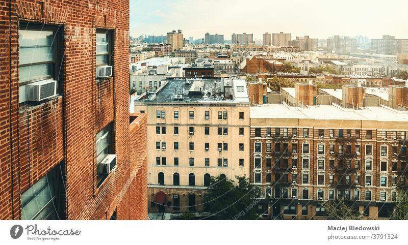 Stadtbild des Viertels Harlem bei Sonnenuntergang, New York City, USA. New York State Großstadt Gebäude Haus Baustein wohnbedingt Skyline neu Foto Klimaanlage