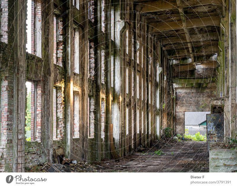 Alte Fabrikruine in Peenemünde auf der Insel Usedom Ostsee Ruine Farbfoto Architektur Bauwerk Gebäude Fassade Verfall Haus Industrieanlage Mauer Wand alt kaputt