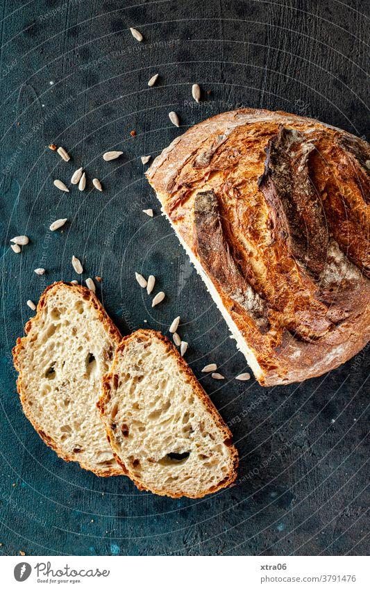 Brot Brotscheibe Brotlaib backen Lebensmittel frisch rustikal Farbfoto Ernährung geschmackvoll lecker Backwaren Weizen Mehl Frühstück Bäckerei Kruste knusprig