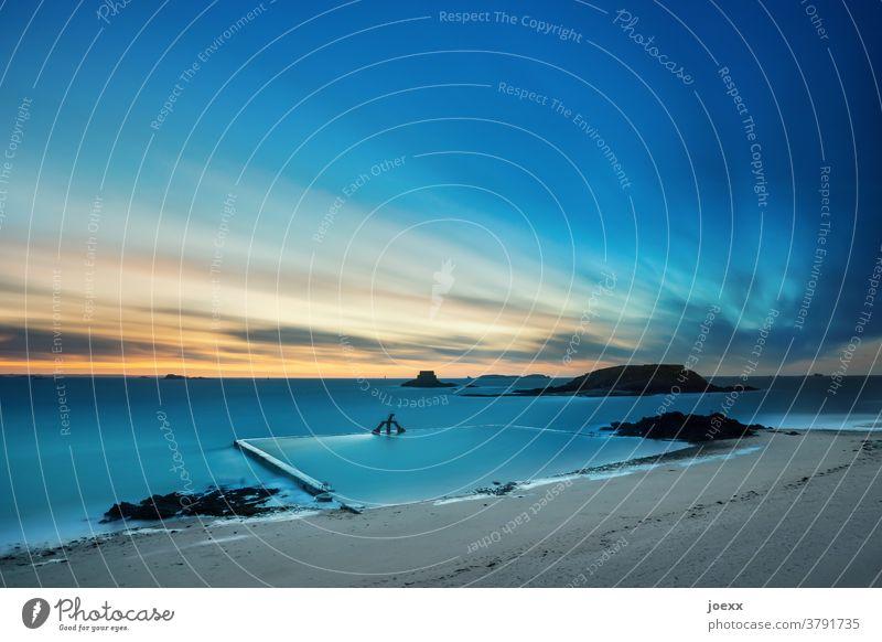 1800 | Gezeitenschwimmbad, Langzeitbelichtung Weitwinkel Wasser Ruhe Horizont Küste Sommer Sommerurlaub Meer Himmel Menschenleer Mauer Außenaufnahme